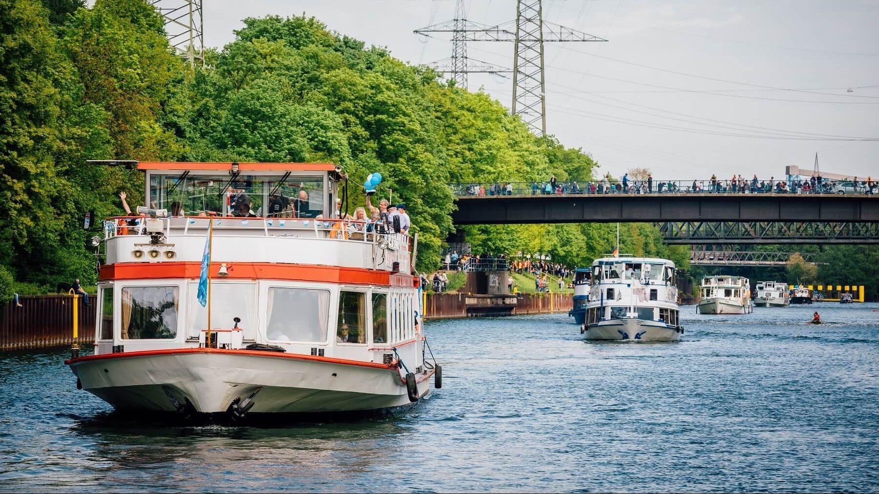Schiffsparade Rhein-Herne-Kanal
